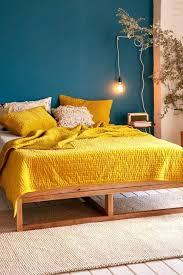chambre jaune et bleu deco chambre bleu canard deco chambre mur bleu canard dacco salon