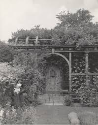 gp 4 4 dumbarton oaks wisteria arbor panel with italian inscription view west