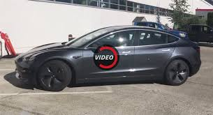 does the tesla model 3 have a cheap key card