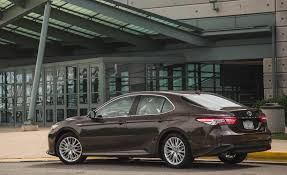2018 toyota camry hybrid xle exterior side and rear gallery photo