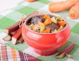 cuisine rhubarbe la rhubarbe un légume cuisiné comme un fruit sante par les jus frais