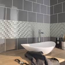 hauteur de cr ence cuisine carrelage gris mur prune idées de décoration capreol us