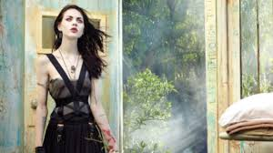 frances bean cobain proves she u0027s just as captivating as her dad