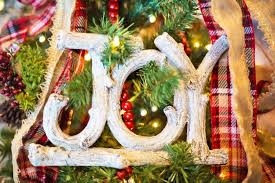 Easy Decoration For Christmas by Easy Christmas Decorating When You Have No Time Money U0026 Patience