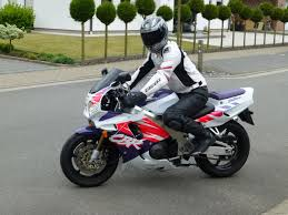 honda cbr 900 rr faster and faster memorable 1992 honda cbr900rr fireblade