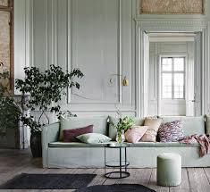 coussin décoratif pour canapé 1001 idées déco charmantes pour adopter la nuance vert céladon