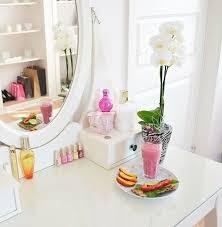 good makeup mirror with lights the best lighting for your makeup mirror 1000bulbs com blog