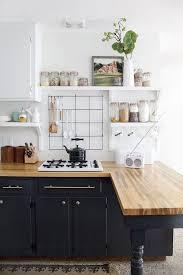 cuisine bois blanche 1001 idées cuisine noir mat et bois élégance et sobriété
