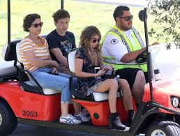 ariel winter hyland on the set of modern family in