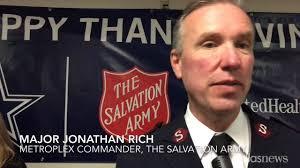 thanksgiving dinner dallas dallas cowboys serve thanksgiving dinner at salvation army youtube