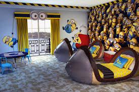 comment dessiner sur un mur de chambre les minions ont leur chambre d hôtel en floride