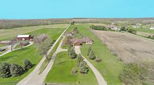 large ranch sitting on 5 acres lebanon schools in law suite