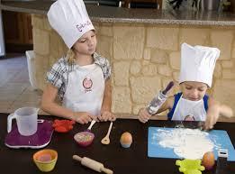 8 conseils pour cuisiner avec les enfants en s amusant le