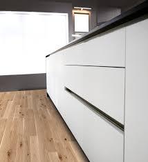 cuisine blanc mat cuisine gris laqué et blanc plan de travail dekton inova cuisine