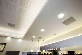 faux plafond salon faux plafond en plâtre corniche decoration plafond