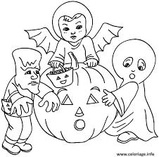 coloriage 3 enfants deguises pour halloween avec une citrouille dessin