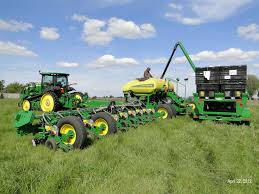 John Deere 7200 Planter by Viewing A Thread Pinch Rows
