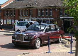 bentley state limousine wikipedia file the queen u0027s bentley awaits her arrival at hitchin