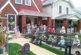 How To Decorate Home For Halloween Joe D U0027auria Terrifies Neighbors With Graphic Halloween Display