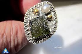 real stone rings images Fake moldavite how to know real moldavite from fake green glass png