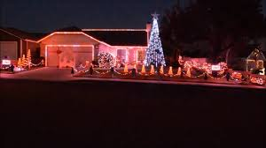 Christmas House Light Show by House Puts On Unreal Light Show Synced With Music Youtube