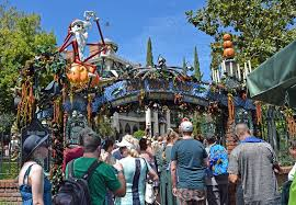 When Do Halloween Decorations Go Up At Disneyland The Complete Guide To Disneyland Events In 2017