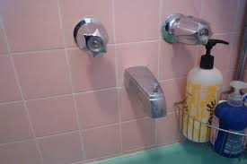 How To Fix A Bathroom Faucet by How To Fix A Leaking Bathtub Faucet