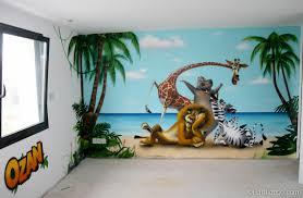 fresque murale chambre bébé fresque déco sur le thème de madagascar et ses personnages