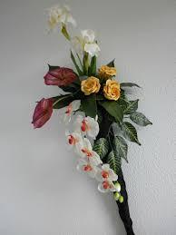 composition florale avec des roses composition florale sur cône en ficelle les créations déco de