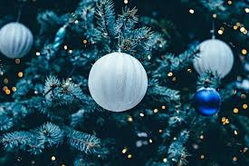 How To Put Christmas Lights On Tree by How To Properly Hang Lights On Your Christmas Tree Gainesville Fl