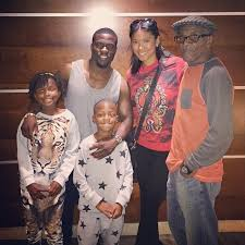 kevin hart hung out with his family thanksgiving