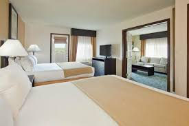 2 bedroom suites in branson mo 2 room family suite picture of holiday inn express hotel