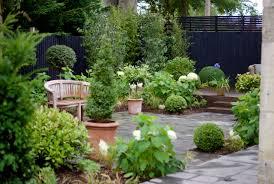 courtyard ideas small courtyard garden ideas the 25 best small gardens ideas on