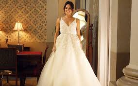 wedding dress in lacemakers to meghan markle wedding dress