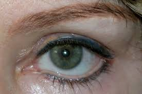 permanent eyeliner avoiding complications