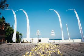 wedding arch ebay australia mexican dreaming leads to brita and tim s bali wedding real weddings
