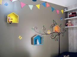 étagères chambre bébé décoration chambre bébé garcon guirlande fanion étagère maison