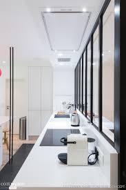 la cuisine dans le bain un décor de cuisine épuré associé à quelques touches de modernité