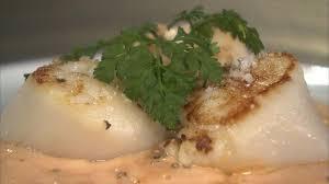 cuisiner le corail de jacques recette de noix de jacques au beurre corail petits plats