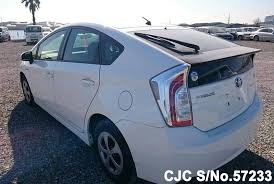 price of 2014 toyota prius 2014 toyota prius hybrid in white for sale in pakistan car