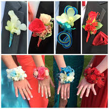 Corsage Wristlets Gluing Flowers Into Prom Wristlets Is Fast And Easy Oasis Floral