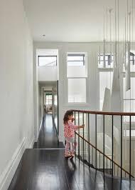 interieur maison bois contemporaine escalier en colimaçon le vrai accrocheur d u0027une maison