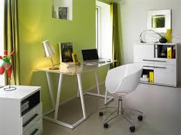aménagement coin bureau couleur vert pistache et blanc tollens