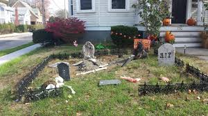 Diy Halloween Yard Decorations 12 Area Homes Decked Out For Halloween Rhode Island Monthly