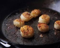 cuisiner des noix de jacques recette noix de jacques juste poelées