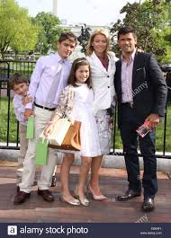 kelly ripa children pictures 2014 kelly ripa mark consuelos and family after a private tour of the
