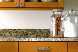 Kitchen Cabinets With Knobs by Kitchen Cabinet Hardware Upgrade Kitchen Cabinet Hardware