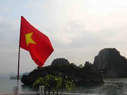 Viet Nam Flag Our Boat Flying The Vietnam Flag Joesworldwatertour