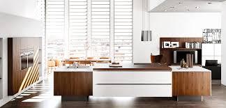 cuisine équipée blanc laqué cuisine équipée blanc laquée plan de travail dekton inova cuisine