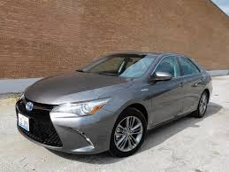 how does the toyota camry hybrid work 2016 toyota camry hybrid skimps on fuel chicago tribune